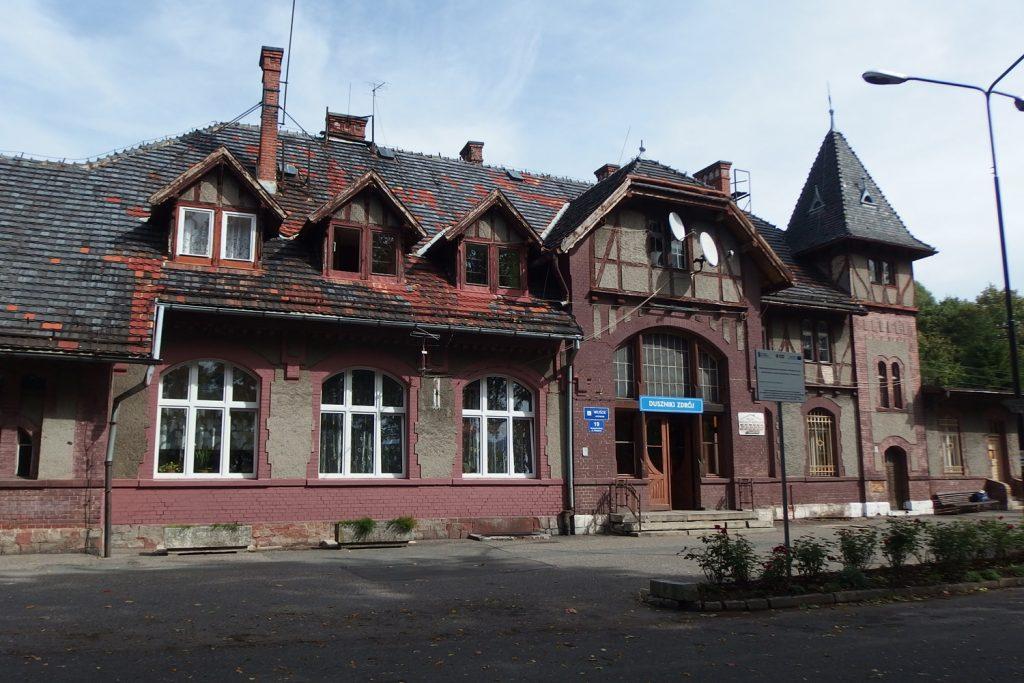 duszniki zdrój dworzec kolejowy