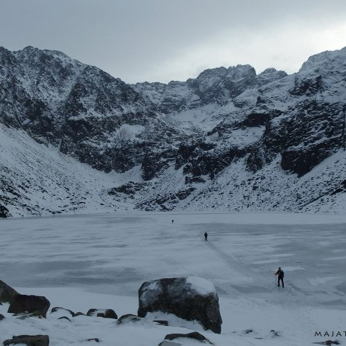 winter landscape in tatra mountains national park - frozen black pond (czarny staw)