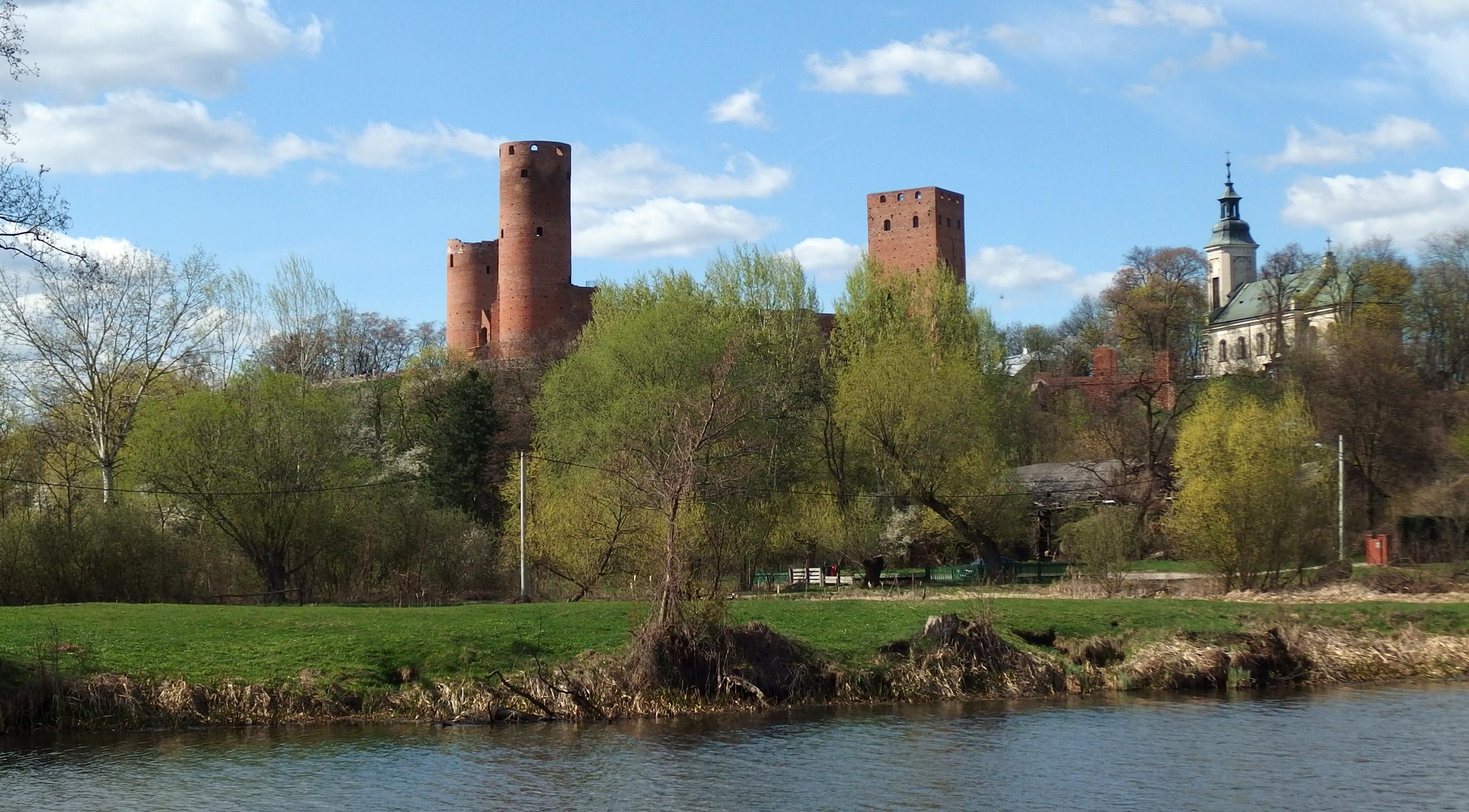 Przez sady do zamku w Czersku i Warki
