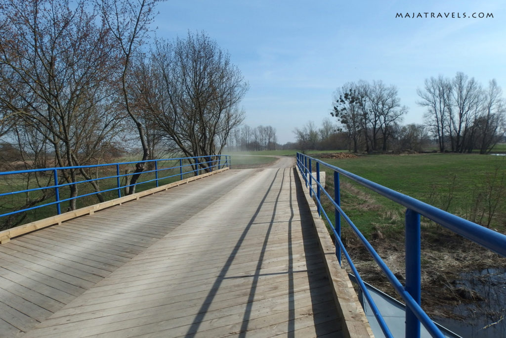 wooden bridge in mistrzewice village