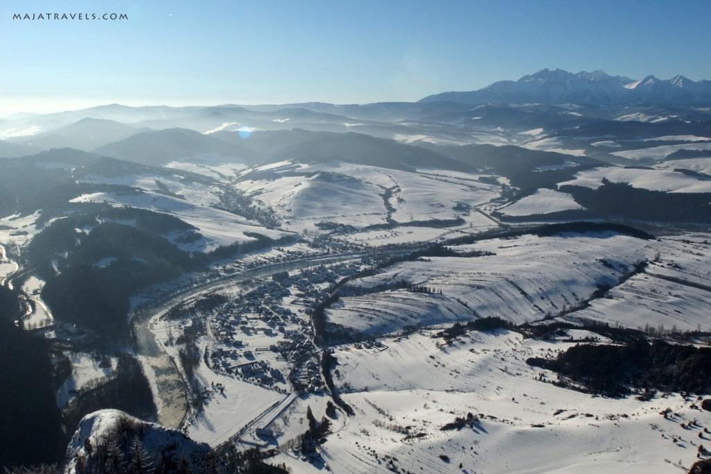 pieniny, widok z trzech koron na tatry zimą