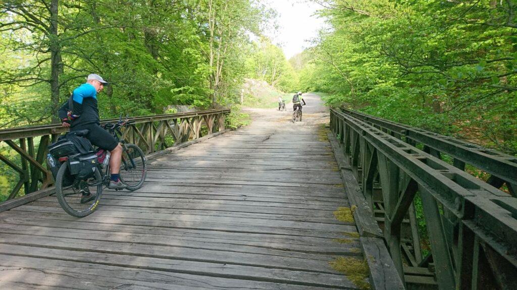 mostek nad rzeką drawa